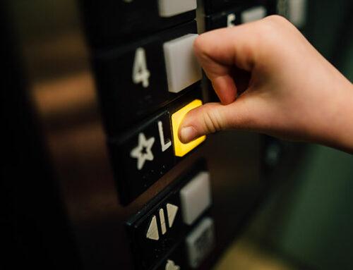 O elevador parou? Saiba o que fazer